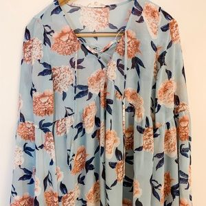 Tops - Boutique floral print shirt